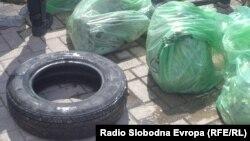 Нуркачи го чистат Охридското Езеро од отпад.