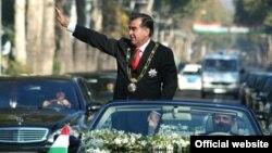 16 ноября состоится церемония инаугурации президента Таджикистана Эмомали Рахмона, переизбранного на новый 7-летний срок по результатам выборов 6 ноября 2013 года