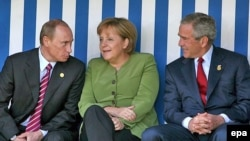 Идея исключения России из G8 за последние дни приобрела новых сторонников. Под полуночным солнцем Хайлигендамма, 2006