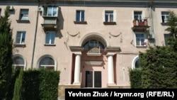 Жилой дом по улице Корабельной, 27 в Севастополе