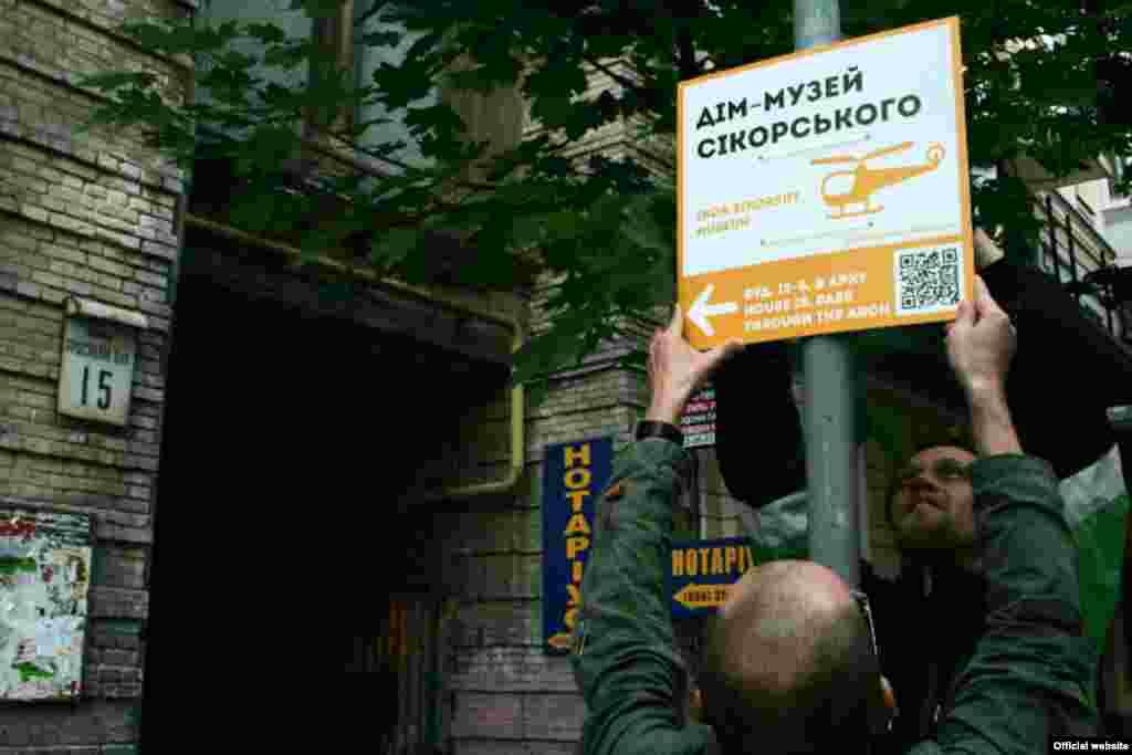 Ukraine -- Alternative signs, problems of city, Kyiv