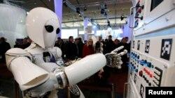 Һанноверда ясалма интеллектка багышланган CeBit компьютер ярминкәсендә, 2013 ел