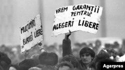 Piața Universității, București, 22 aprilie 1990 (foto: Agerpres).