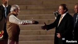 Հնդկաստանի վարչապետ Նարենդրա Մոդի (ձախից) և Պակիստանի վարչապետ Նավազ Շարիֆ, Նյու Դելի, 26-ը մայիսի, 2014թ․