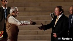 India's Prime Minister Narendra Modi (L) shakes hands with his Pakistani counterpart Nawaz Sharif. (file photo)