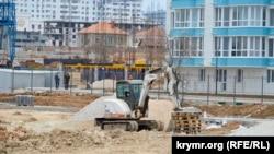 Строительство апартаментов на Солдатском пляже в Севастополе, апрель 2019 года