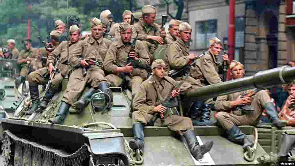 Һайски әйтүенчә, Прагага килеп керүгә халыкның шулай каршы алуыннан совет хәрбиләренең исе киткән. Алар моны, бер илне басып алудан бигрәк, Икенче дөнья сугышындагы Җиңү көне парадын искә алу буларак кабул итте кебек ди ул.
