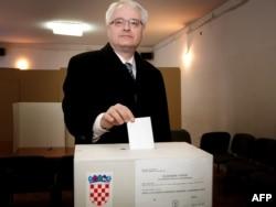 Ivo Josipović glasa na referendumu, 22. siječnja 2012.