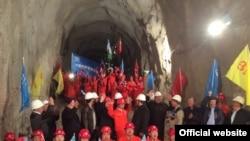 Торжественная церемония запуска электрифицированной железной дороги «Ангрен-Пап».