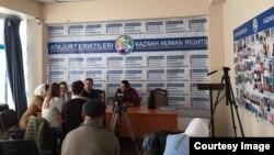 В офисе объединения «Атажұрт еріктілері». Алматы, 3 апреля 2019 года.