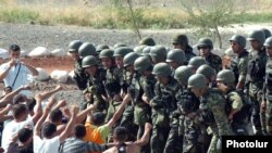 Armenia -- Troops practice a peacekeeping operation on August 12, 2009.