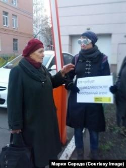 Пикет Amnesty International около Замоскворецкого суда Москвы