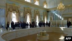 """""""Үлкен жиырмалық"""" елдері басшыларының кездесулерінің бірі өтетін Константиновский сарайының залы. Санкт-Петербург, 26 тамыз 2013 жыл"""