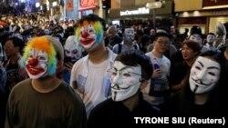 روز یکشنبه صدها معترض در هنگکنگ به خیابانها ریختند و علیه چین شعار دادند.