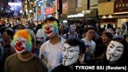 На адным з ранейшых пратэстаў у Ганконгу. 31 кастрычніка 2019, на Гэлаўін, пратэстоўцы выйшлі ў масках