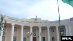 Döwletmämmet Azady adyndaky Türkmenistanyň Dünýä dilleri instituty.