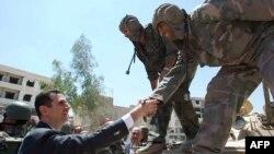 Suriya prezidenti hərbiçilərlə görüş zamanı