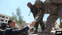 Prezident Bashar al-Assad əməliyyatdan sonra əsgərlərə təşəkkür edir