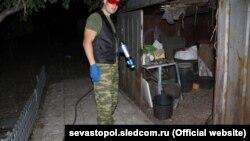 Российский следователь на месте преступления в Севастополе