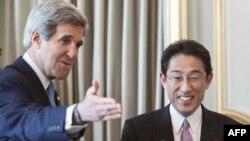 ABŞ dövlət katibi John Kerry və Yaponiyanın Xarici işlər naziri Fumio Kishida