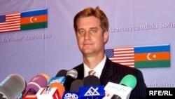 ABŞ Dövlət Katibinin yardımçısı Metyu Brayza