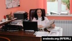У рэдакцыі «Газеты Слонімскай» за сваім працоўным месцам Ганна Валадашчук