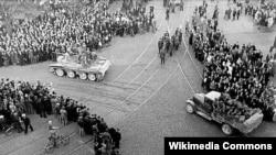 Лето 1940 года. Советские войска вступают в Ригу