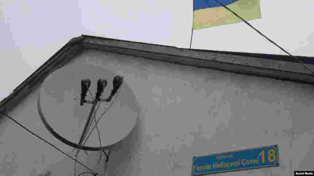 Зимой 2013 года Балух вывесил флаг Украины на своем доме, позже прикрепил на дом табличку «Улица героев Небесной Сотни». Позже это, по словам защитников Балуха и правозащитников, станет причиной его задержания