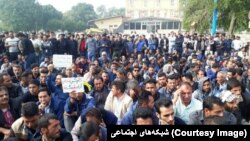 Iran - Shoosh - Haft Tapeh workers protesting during a strike in November 2018. FILE PHOTO