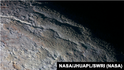 """Слика од површината на Плутон испартена од леталото """"Нов хоризонт"""", 14.07.2015."""
