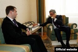 Russia -- President Dmitry Medvedev and his Armenian counterpart Serzh Sarkisian speake on phone with Turkish President, Moscow, 24Oct2011