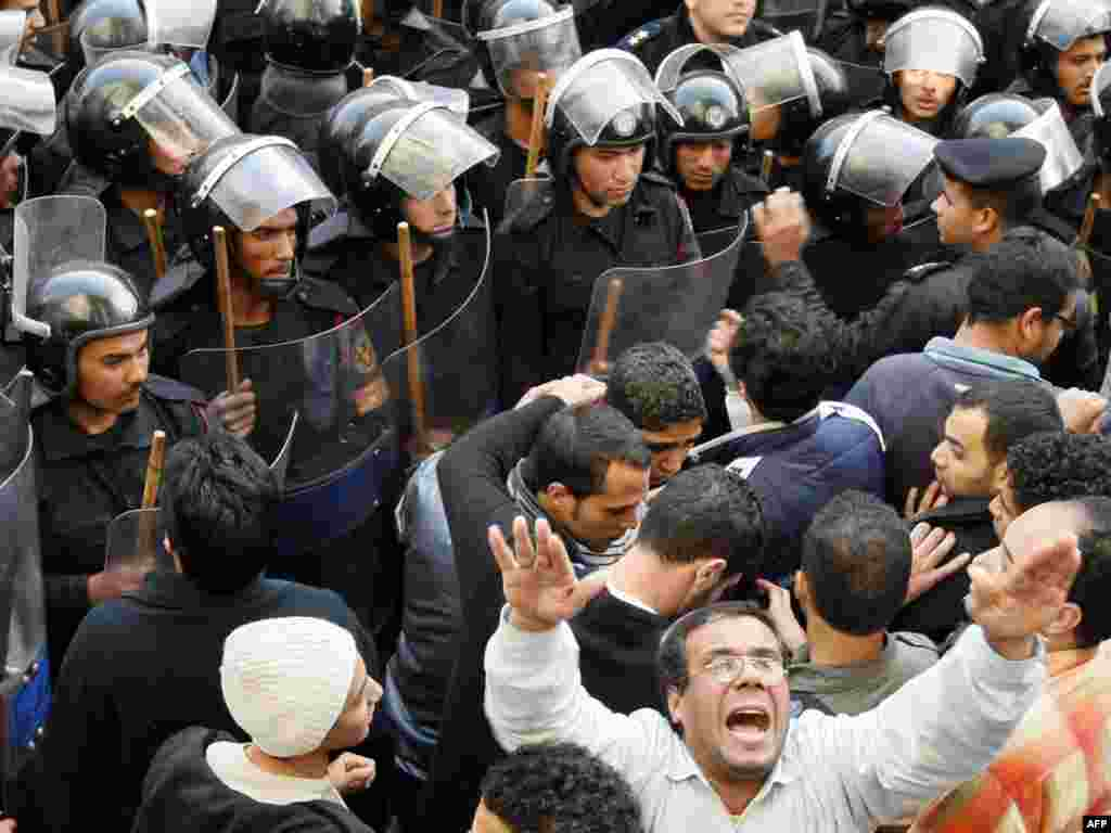 Anti-government demonstrators clash with police in Cairo on January 26.