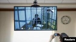 Савченко дає свідчення в режимі відеоконференції (архівне фото)
