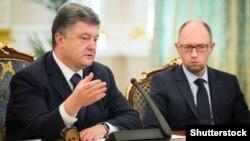 Президент України Петро Порошенко та прем'єр Арсеній Яценюк, архівне фото (©Shutterstock)