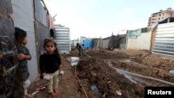 Mosuldan qaçmış iraqlı uşaq, arxiv fotosu