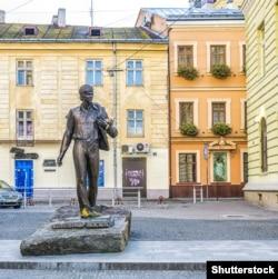 Пам'ятник співаку, композитору-виконавцю, поету Володимиру Івасюку у Львові, 27 жовтня 2015 року