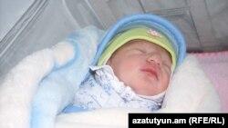 Народжене 25 січня 2012 року немовля Саркозі Аветисян