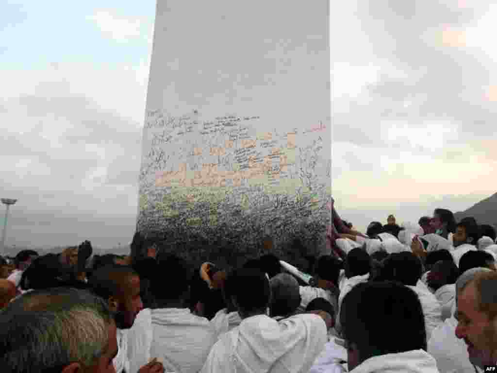 After a day of supplication, the pilgrims arrive at Mount Arafat, southeast of Mecca.
