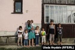 После обеда дома собираются все восемь детей