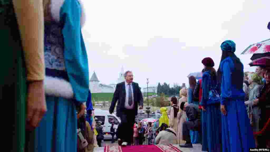 Кызыл келәмнән мөселман киносы фестивале кунаклары үтү мизгеле