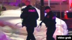 Полицейские у мечети, где произошла стрельба