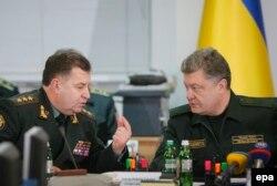 Петр Порошенко и министр обороны Украины Степан Полторак
