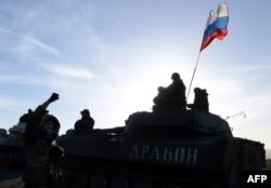 Бойовики угруповання «ДНР» біля Старобешева. Лютий 2015 року