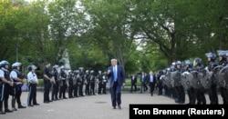 """Дональд Трамп по пути к """"церкви президентов"""", Вашингтон"""