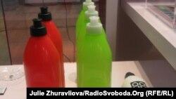 Пляшки із двома горлечками