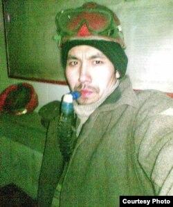 Асет Ерубаев, работник Жезказганского медеплавильного завода. Жезказган, 4 марта 2011 года. Снимок из личного фотоальбома Асета Ерубаева.