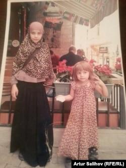 Фатима (слева) и Майсарат Салиховы в Табке
