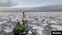 A klímaváltozással ezek a jégtáblák minden évben néhány hónapra eltűnnek. Oroszország szerint ezért életképes alternatíva a rövidebb, Északi-tengeri útvonal