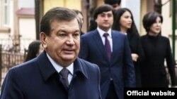 Президент Шавкат Мирзиёев үй-бүлөсү менен.
