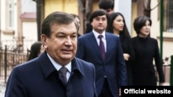 Uzbek President Shavkat Mirziyoev with his family. Mirziyoev's son-in-law, Oibek Tursunov, can be seen standing behind him on the right. (file photo)